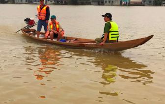 Nước lũ bủa vây quê nghèo rốn lũ sông Bồ