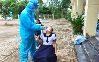Gấp rút chuẩn bị tiêm vắc xin cho học sinh ở TPHCM