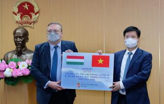Việt Nam tiếp nhận thêm 100.000 liều vắc xin COVID-19 từ Hungary