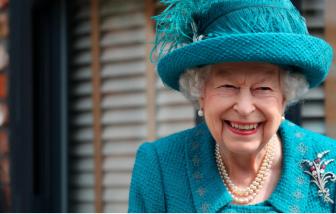 """Nữ hoàng Anh từ chối nhận giải """"Người cao tuổi của năm"""""""