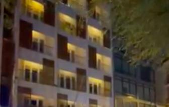 Clip Người phụ nữ có dấu hiệu bất thường cách ly ở khách sạn ném đồ xuống đường phố
