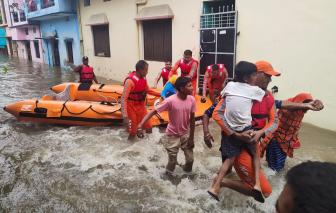 Ít nhất 150 người chết vì lũ lụt, lở đất ở Ấn Độ và Nepal
