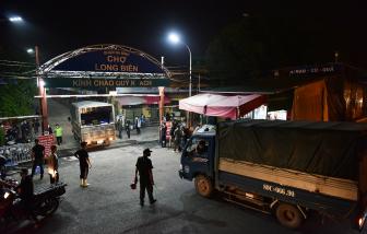 Chợ Long Biên chính thức hoạt động trở lại với 50% công suất sau 2 tháng bị phong tỏa