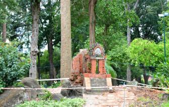 Tháp Chăm ở công viên Tao Đàn bị đổ