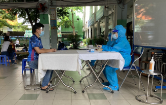 TPHCM tổ chức tiêm vắc xin cho người dân các tỉnh trở lại Thành phố