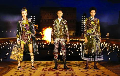 Đưa yếu tố văn hóa vào thời trang: Sai một ly đi... vạn dặm