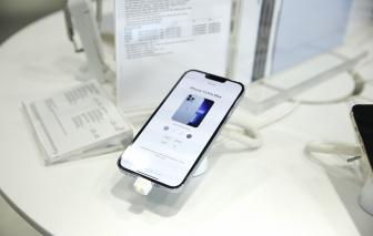 iPhone 13 giảm 2 triệu đồng trong ngày đầu mở bán tại Việt Nam