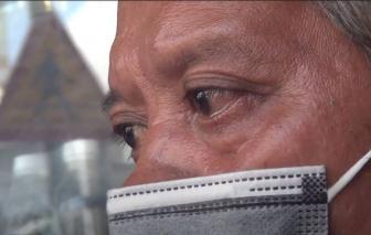 Người bảo vệ già bật khóc vì giúp người lại bị dàn cảnh trộm mất xe của khách