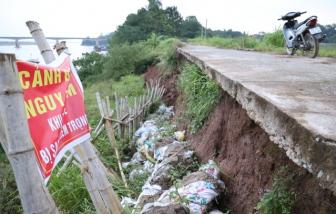 """Sạt lở đê ven Sông Hồng doạ """"nuốt"""" hàng chục hộ dân ở Hà Nội"""