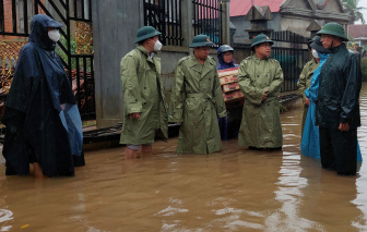 Thừa Thiên - Huế: Sạt lở nghiêm trọng, nhiều nơi ngập sâu đến 2m