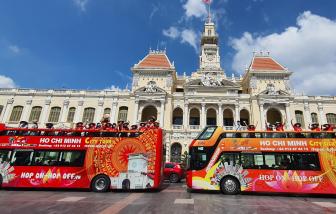 Hội LHPN TPHCM tham quan thành phố bằng xe buýt 2 tầng