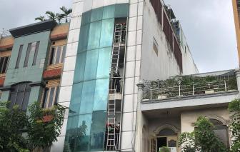 Cháy nhà cao tầng ở TPHCM, hàng chục người bị kẹt bên trong