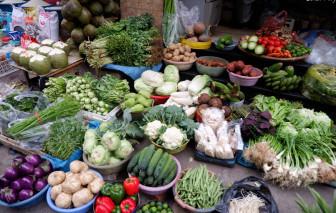 Giá rau xanh ở Hà Nội đắt đỏ