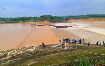 Tàu chở đoàn cán bộ Sở GT-VT Quảng Trị gặp nạn trên sông, một người mất tích