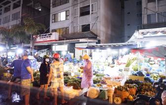 Vừa mở cửa, chợ đầu mối Hóc Môn bị ''đe dọa'' bởi các ca nhiễm COVID-19
